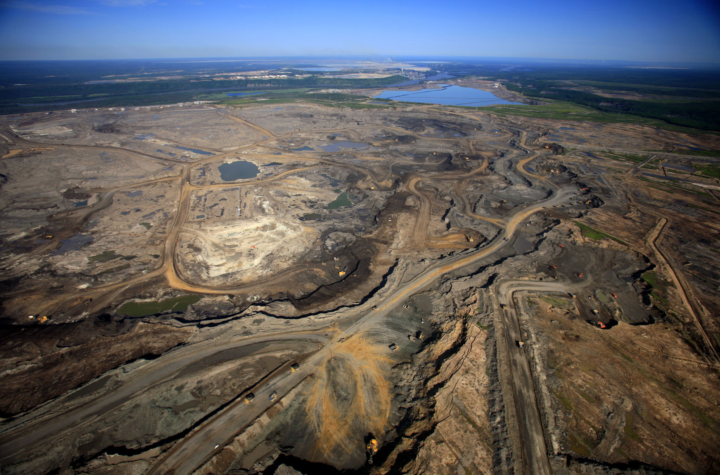 tar sands in alberta Utah's oil sand resource is the largest in the united states the deposits are  located mainly in two areas of utah: the uinta basin of northeastern utah, and.